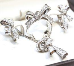 Золотой комплект кольцо, кулон,серьги бриллиантами