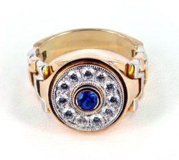 Мужской золотой перстень с сапфиром и бриллиантами